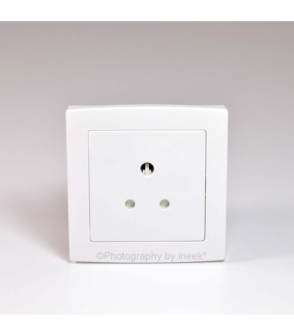 BS ROUND PIN SOCKET OUTLET 5A ABB